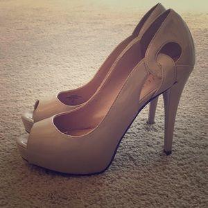 Guess hidden platform heel